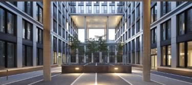 Die SIGNAL IDUNA Asset Management in der City Nord in Hamburg von Außen