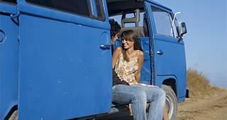 Schutzbriefversicherung: Person im Auto