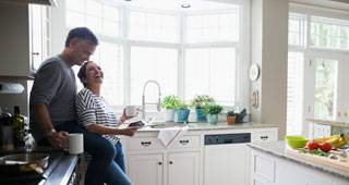 Frau und Mann in der Küche - Gesundheitswelt